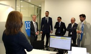 La visita de les autoritats a l'oficina de l'ATC a la Seu d'Urgell.