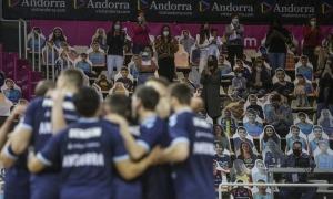 El retorn del públic i el triomf del BC MoraBanc va ser la nota positiva d'ahir, però l'eliminació va ser el punt negatiu.Foto: Facundo Santana