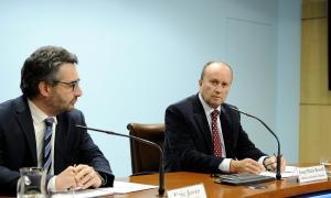 Els ministres Eric Jover i Josep Maria Rossell durant la roda de premsa posterior al consell de ministres d'ahir.