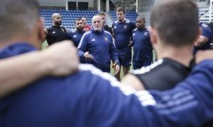 Tristan Labouteley, ex-VPC Andorra, escolta les indicacions de Patrick Arlettaz. Foto: Facundo Santana