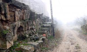 Restes de l'antiga muralla romana d'Aeso, a la localitat d'Ison