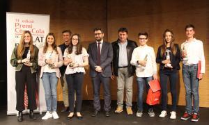 Foto de família dels guanyadors de l'11a edició del concurs de relat breu.