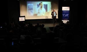 'expert en màrqueting relacional, Juan Carlos Alcaide, durant la conferència ahir.