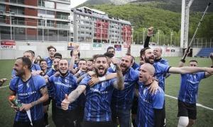 L'Inter Club Escaldes, que va golejar l'Atlètic Escaldes, va celebrar el seu segon títol de lliga a la gespa de l'Estadi Nacional. Foto: Facundo Santana