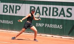 Vicky Jiménez, que va perdre als quarts de final del Roland Garros, torna a ser número 1 del món en categoria júnior superant a Elsa Jacquemot. Foto: Miguel Ángel Zubiarrain