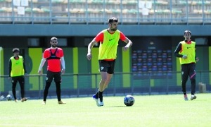 Adrià Vilanova, en l'entrenament d'ahir a Prada de Moles d'Encamp. Foto: FC Andorra