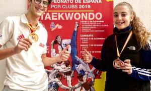 Biel Ruiz i Naiara Liñan, amb els seus metalls guanyats al Campionat d'Espanya de clubs.