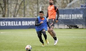 L'extrem segovià de l'FC Andorra, David Martín, defensat per Carlos Martínez. Foto: FC Andorra