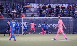 El porter Nico Ratti i els defenses de l'FC Andorra són difícils de batre per als rivals. Foto: FC Andorra