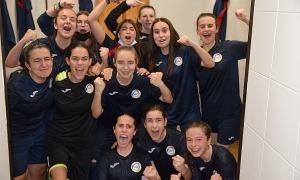 L'Enfaf cadet femení de futbol sala va celebrar diumenge el títol de lliga. Foto: Eduard Colobrans