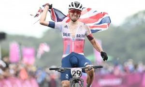 El 'biker' resident Tom Pidcock va guanyar ahir la medalla de bronze a la prova de 'cross-country' als Jocs Olímpics de Tòquio. Foto: Twitter