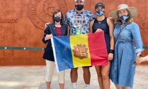 Vicky Jiménez i els seus pares van rebre la visita de Eva Descarrega al Roland Garros. Foto: Joan Jiménez