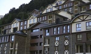 Un dels edificis d'habitatges d'ús turístic que hi ha al Principat.