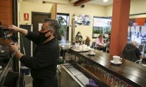 Alguns dels bars confien en un augment dels clients a partir d'avui i sobretot els dies feiners.