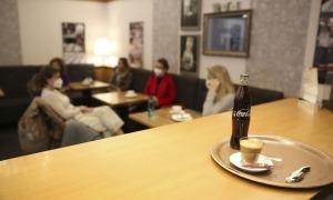 Els establiments insisteixen que mai no han demanat passar de dos a quatre clients per taula, sinó ampliar els horaris.