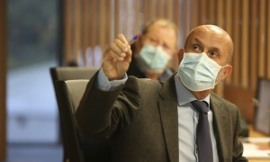 El ministre de Salut, Joan Martínez Benazet, durant la seva compareixença davant la Comissió legislativa de sanitat.