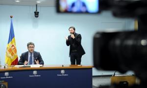 El ministre de Finances i portaveu de l'executiu, Eric Jover, durant la compareixença d'ahir al vespre.
