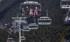 Esquiadors als remuntadors mecànics de les estacions durant aquest cap de setmana.