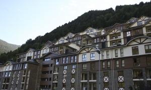 Imatge d'un bloc d'apartaments turístics del Principat.