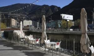 Els bars i cafeteries poden des d'avui tornar a oferir servei durant la tarda.
