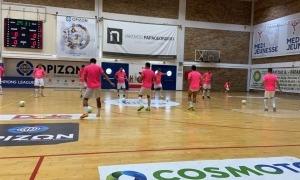 Els homes d'Òscar Guerrero ahir al Dais Sports Hall abans del partit contra el Doukas.