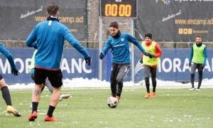 Martí Riverola, a l'entrenament d'ahir a un Prada de Moles que es va despertar nevat. Foto: FC Andorra