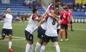 Els colomencs celebren el gol de López al minut tres que encarrilava el partit i la classificació per a la segona ronda preliminar.