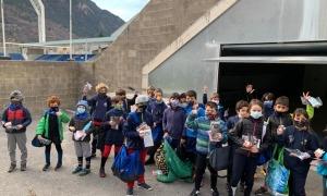 L'Escola de Rugbi va rebre mascaretes i també un 'buff'. Foto: FAR
