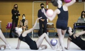 Morinari Watanabe va veure en directe les evolucions de les gimnastes de la FAG. Foto: Facundo Santana