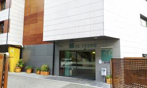 Vista de la façana del centre sociosanitari El Cedre.