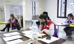 El 'call center' de la Creu Roja Andorrana, ahir a la tarda.