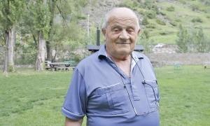Mossèn Ramon, en una foto d'arxiu a la campa de la casa de colonies d'AINA a Canillo.