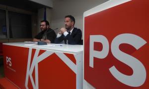 El secretari d'organització del PS, Carles Sánchez, i el conseller general i president de la formació, Pere López, ahir.