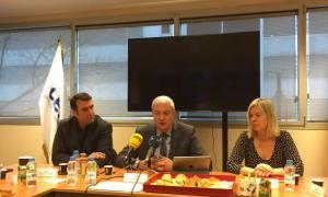El president de la CEA, Gerard Cadena, al centre, amb el vicepresident, Miquel Àngel Armengol, i la secretària, Elena Redondo.