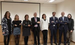Els membres de la nova junta del Col·legi d'Advocats amb Xavier Sopena, nou degà, al centre.
