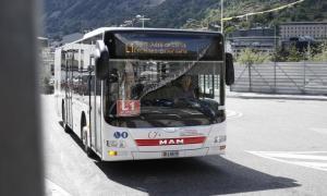 Un autobús que cobreix les línies regulars de transport nacional.