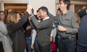 Rosa Gili i Pere López celebrant la victòria aconseguida a Escaldes amb altres membres de la formació, ahir.