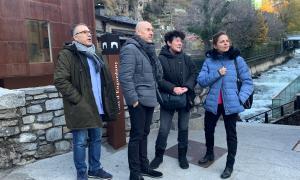 Els membres de la candidatura del PS van visitar ahir el pont d'Engordany.