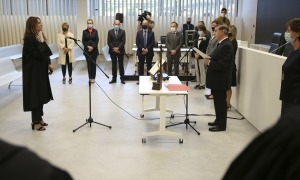 La magistrada Alexandra Cornella pren possessió del càrrec davant del president del Consell Superior de la Justícia, Enric Casadevall.