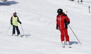Monitors d'esquí treballant en una de les estacions d'Andorra.