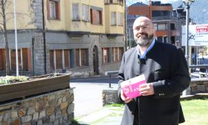 Felip Gallardo davant de l'hotel Casamanya, ahir.