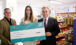l'entitat.La ministra de Cultura i Esports, Sílvia Riva, va lliurar el xec a Amadeu Rocamora.