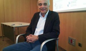 El professor José Machado abans de començar la conferència, ahir.