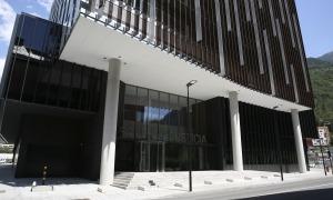 L'edifici consta de dos soterranis, planta baixa i set plantes.