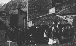 Enterrament a l'antic cementiri de l'arxiprestal de Sant Esteve, a la capital, rere l'actual Comú.