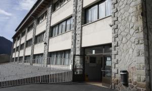 Durant el confinament els alumnes tenen classes a distància.