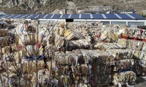 Una planta de reciclatge de paper ubicada a Santa Coloma.