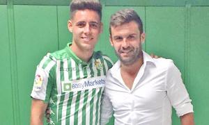 Marc Bernaus, agent de jugadors professionals, amb una de les seves 'joies', Àlex Moreno.