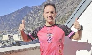 Sergio Gracia, al balcó de casa un cop va acabar la marató 'indoor'.