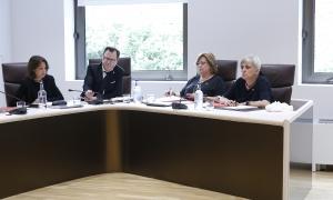 Dolors Carmona i Lídia Samarra en una sessió de consell de comú.